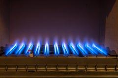 在燃气锅炉里面的气体火焰 免版税库存照片