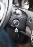 在燃烧起动锁的汽车钥匙 免版税库存图片