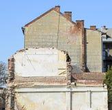 在爆破下的老大厦 免版税库存照片