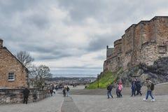 在爱丁堡城堡里面,爱丁堡,苏格兰,英国首都普遍的旅游地标复杂区域的走道  免版税图库摄影