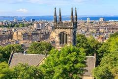 在爱丁堡市的山景点 免版税库存照片