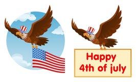 在爱国帽子的飞行的美国老鹰拿着美国国旗 免版税库存图片