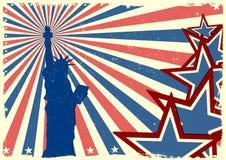 在爱国脏的星条旗backgrou的自由女神像 库存图片