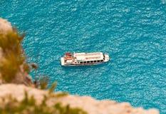 在爱奥尼亚海的客船 免版税库存照片
