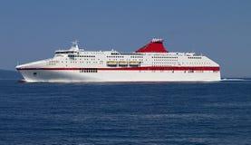 在爱奥尼亚海的巡洋舰航行 免版税库存照片