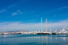 在爱奥尼亚海的游艇 库存照片