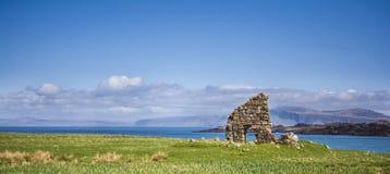 在爱奥那岛小岛的废墟  库存照片