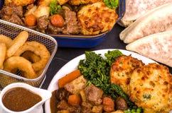 在爱尔兰壮健炖煮的食物和饺子的牛肉 库存照片