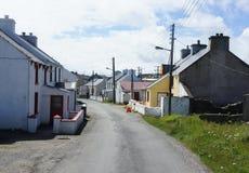 在爱尔兰的海岸的保守分子海岛上的街道场面 库存图片