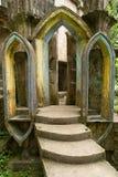 在爱德华詹姆斯庭院Xilitla墨西哥的混凝土结构 免版税库存照片