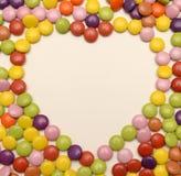 在爱心脏形状的糖果甜点 免版税库存图片