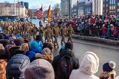 在爱沙尼亚美国独立日游行的美国军队 库存图片