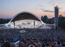在爱沙尼亚语全国歌曲节日的人群在塔林 免版税库存图片