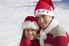 在爱的圣诞节夫妇 免版税库存图片