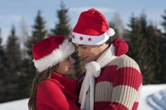 在爱的圣诞节夫妇 免版税库存照片