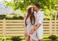 在爱的夫妇在日落容忍 免版税库存图片