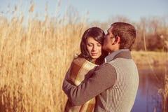在爱的夫妇在河附近在春天 图库摄影