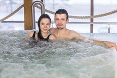 在爱的夫妇在浴放松 库存图片