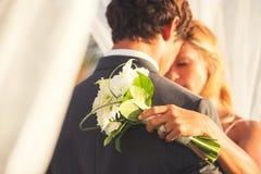 在爱的婚礼夫妇 免版税图库摄影