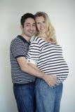 在爱的怀孕的夫妇 免版税库存照片
