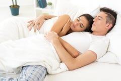 在爱的睡觉夫妇 库存照片