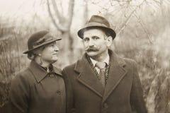在爱的老葡萄酒照片夫妇 免版税库存照片