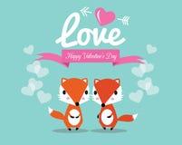 在爱的逗人喜爱的夫妇狐狸。 免版税图库摄影