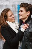 在爱的年轻愉快的夫妇 库存照片