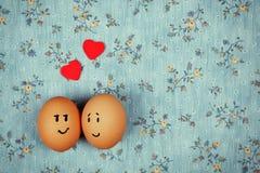 在爱的滑稽的鸡蛋 免版税库存照片