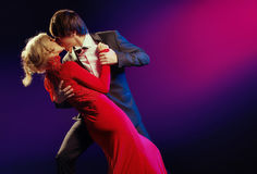 在爱舞蹈的典雅的夫妇  图库摄影