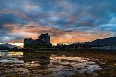 在爱莲・朵娜城堡,苏格兰,英国的日落 图库摄影