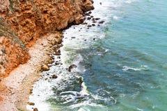 在爱琴海峭壁cyclades希腊海岛海岛oia santorini海运视图之上 免版税图库摄影