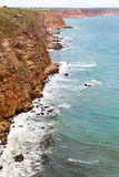 在爱琴海峭壁cyclades希腊海岛海岛oia santorini海运视图之上 免版税库存图片
