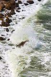 在爱琴海峭壁cyclades希腊海岛海岛oia santorini海运视图之上 库存图片
