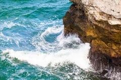 在爱琴海峭壁cyclades希腊海岛海岛oia santorini海运视图之上 库存照片