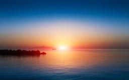 在爱琴海的日落天空 免版税图库摄影
