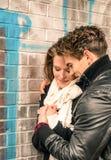 在爱-爱情小说的起点的夫妇 免版税库存图片