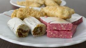 在牌照服务的印第安Diwali甜点 库存照片