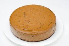在牌照特写镜头的巧克力乳酪蛋糕 免版税库存图片