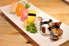 在牌照的寿司 免版税库存图片