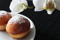 在牌照的杯形蛋糕 免版税库存图片