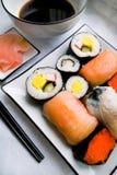 在牌照的被分类的寿司 免版税库存照片