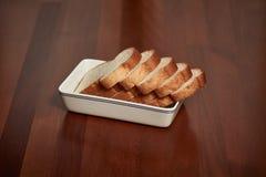 在牌照的面包 免版税库存图片