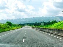 在牙买加金斯敦- Ocho里奥斯的南北高方式 免版税库存照片