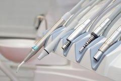在牙医诊所的Stomatological设备 牙科设备的技巧,涡轮技巧 免版税库存照片