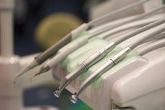 在牙科诊所的牙齿工具 库存图片