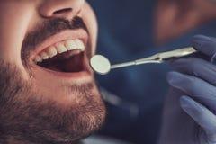 在牙科医生 免版税图库摄影