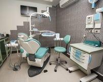 在牙医手术的设备 库存图片