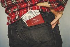 在牛仔裤的一个口袋的红色护照 免版税库存图片