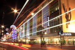 在牛津街道的圣诞灯在晚上 免版税库存图片